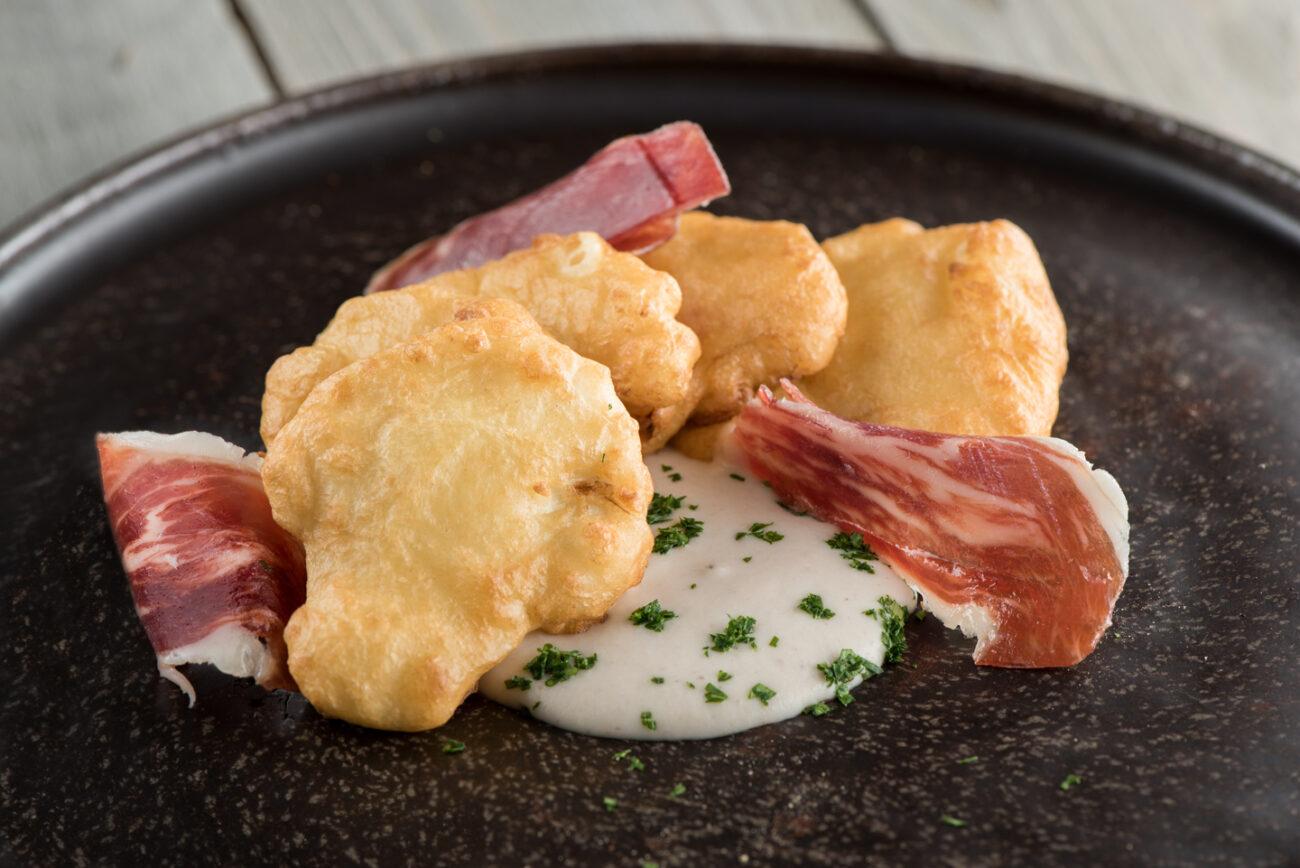Coliflor en tempura de leche de Oveja COVAP y bechamel de castañas