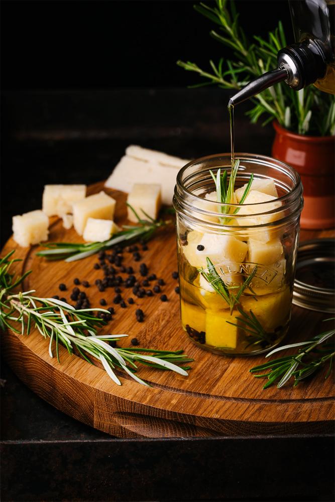 Queso Curado COVAP en aceite aromático con romero y pimienta