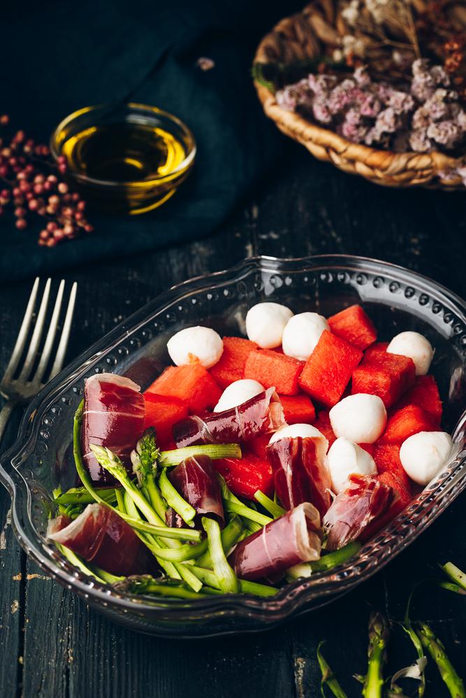 Ensalada de sandía, mozzarella, espárragos y jamón de bellota 100% Ibérico Alta Expresión