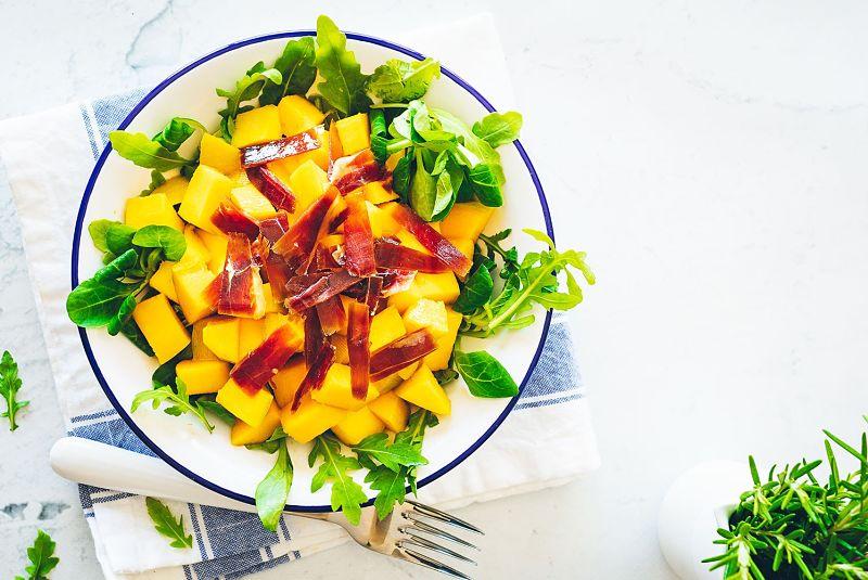 Ensalada de mango y jamón